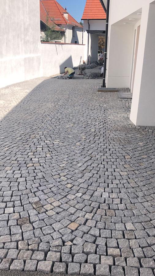Kopfsteinpflaster Einfahrt